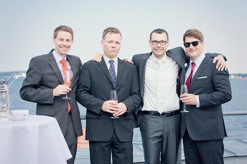 Maritime Hochzeit im Leuchtturm Holtenau - Mädchen aufm Dach | Fenja Hardel