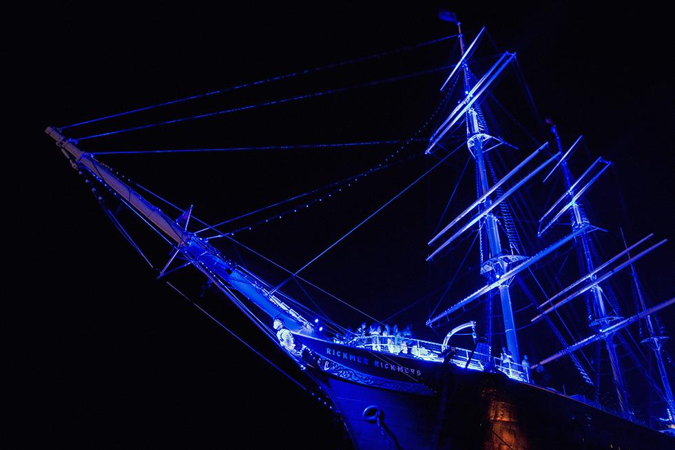 Blue Port Hamburg - Mädchen aufm Dach | Fenja Hardel