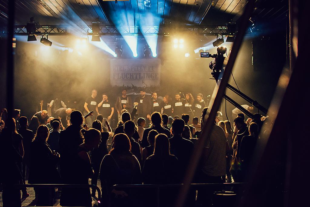Kiel spielt für Flüchtlinge | Fenja Hardel | AufmDach